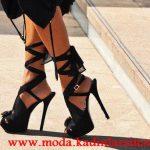 siyah bantlı çiçek detaylı ayakkabı modeli