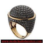 siyah taşlı altın yüzük modeli