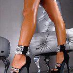 siyah taşlı ve bantlı ayakkabı modeli