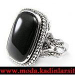 siyah taşlı yüzük modeli