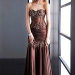 straplez kahverengi uzun göğüs taşı detaylı elbise
