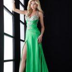 yeşil göğüs ve bacak dekolteli abiye elbise modelleri