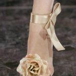 şampanya rengi gül detaylı stiletto modeli
