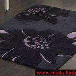 siyah çiçek figürlü halı modeli