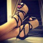 bej siyah bantlı ayakkabı modeli