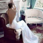 derin sırt dekolteli elbise modeli
