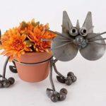 kedi figürlü metal saksı modeli