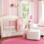 pembe beyaz sevimli kız çocuk odası