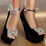 siyah fiyonk detaylı ayakkabı modeli