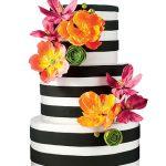 çizgili ve çiçekli düğün pastası