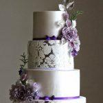 4 katlı mor beyaz çiçekli düğün pastaları