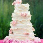 kremalı ve güllü düğün pastası