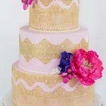 metalik dantelli çiçekli düğün pastası