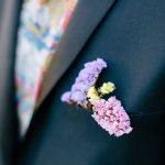renkli çiçekli damat yaka çiçekleri