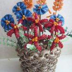 makarnadan yapılmış vazolu çiçekler