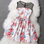 çiçekli yakası tüllü elbise