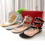 renkli zımbalı düz renkli sandalet modeli
