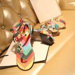 renkli zımbalı sandalet model