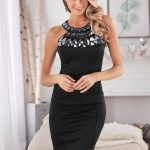 siyah yaka kısmı işlemeli elbise